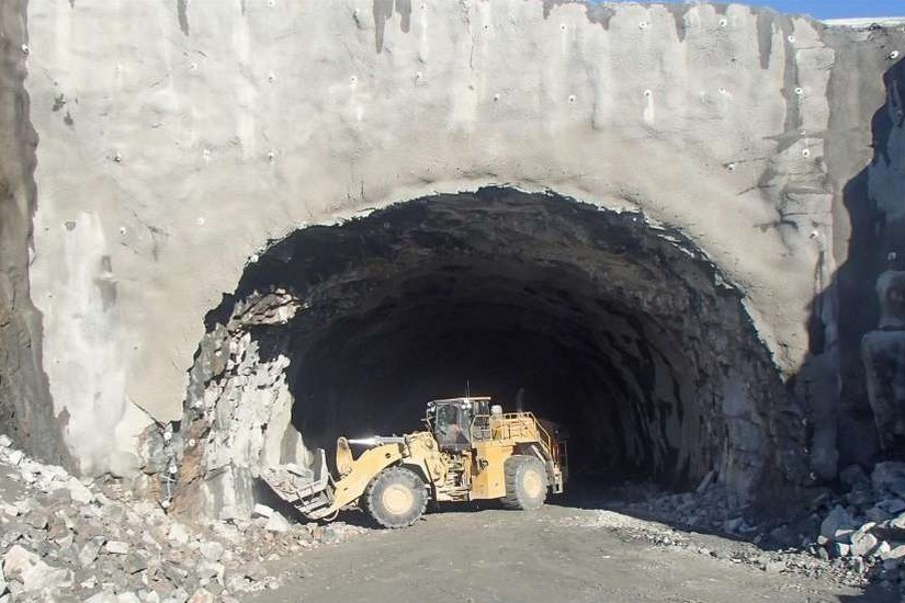 Cat 988 K sidetipp i tunnel