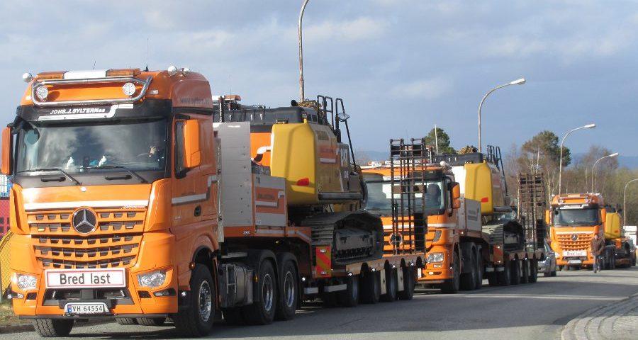 Transport av gravemaskiner