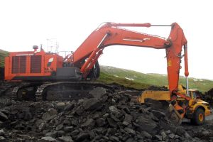 Hitachi 670 laster stein